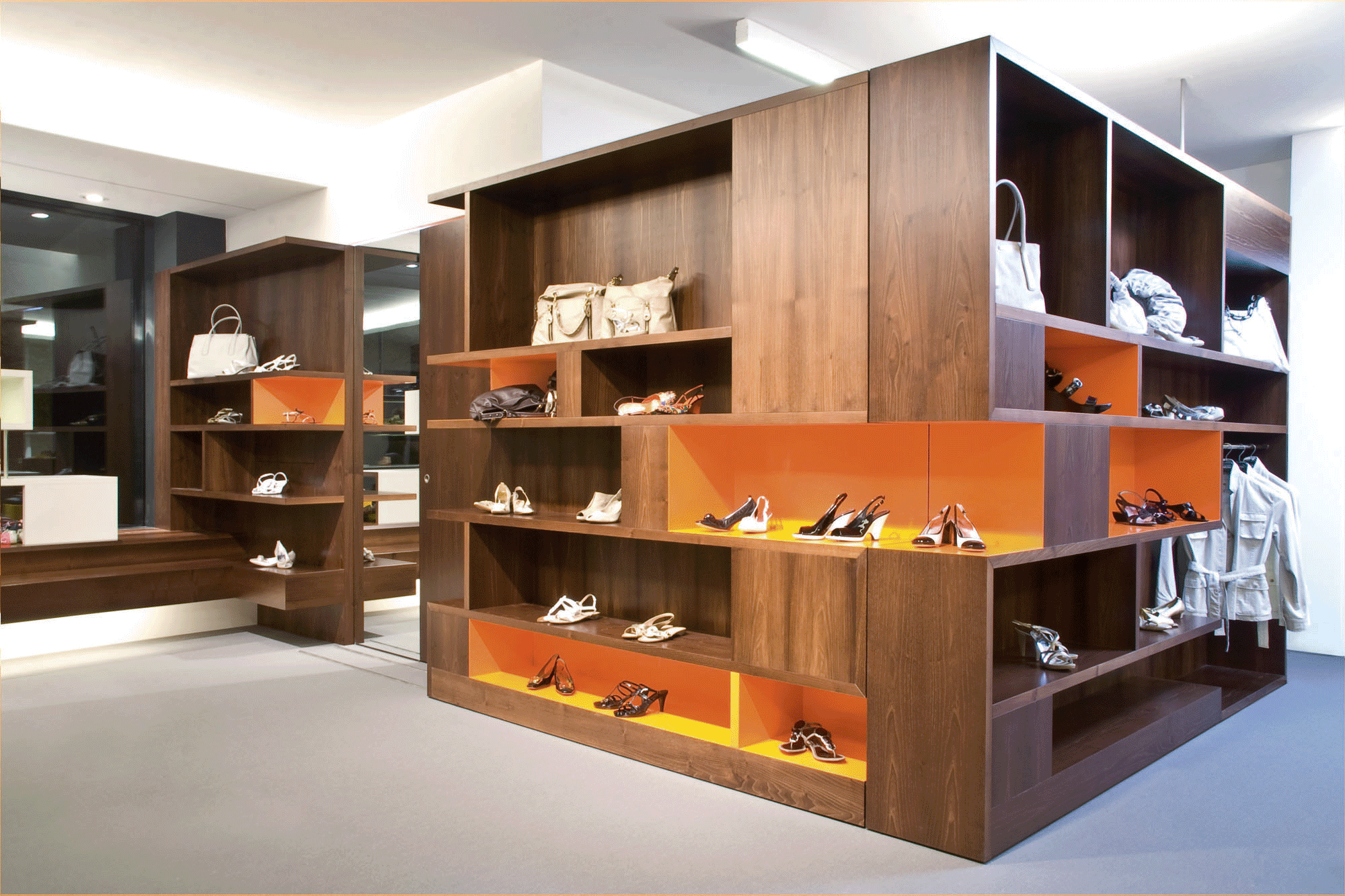 KNOLL-SCHUHE-DISPLAY
